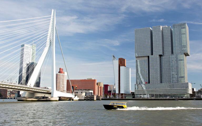 Erasmusbrug en Wilhelminapier Rotterdam