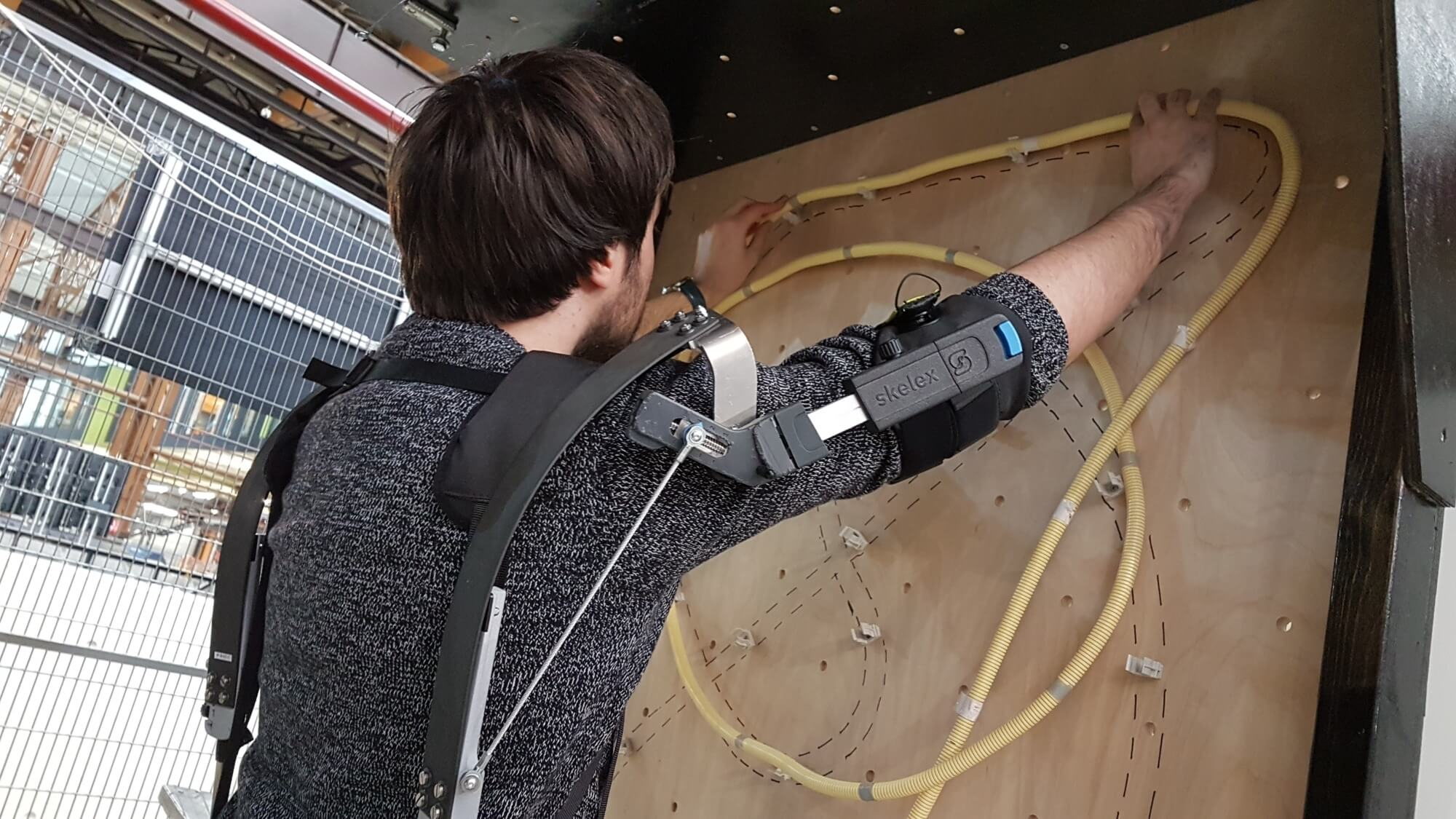 A demo of the Skelex exoskeleton in a situation with overhead motions.