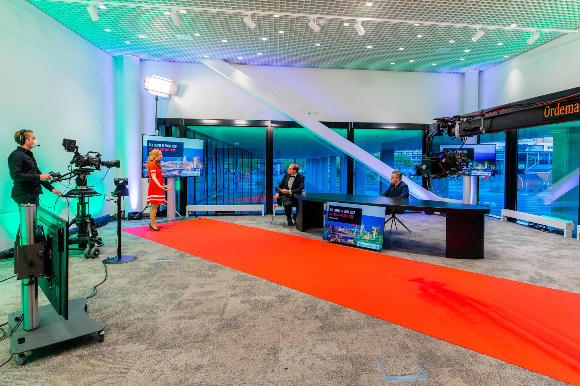 Rotterdam rolls out the red carpet for international companies and entrepreneurs who come to our city. It's in the name of the show and it was physically visible in the studio.