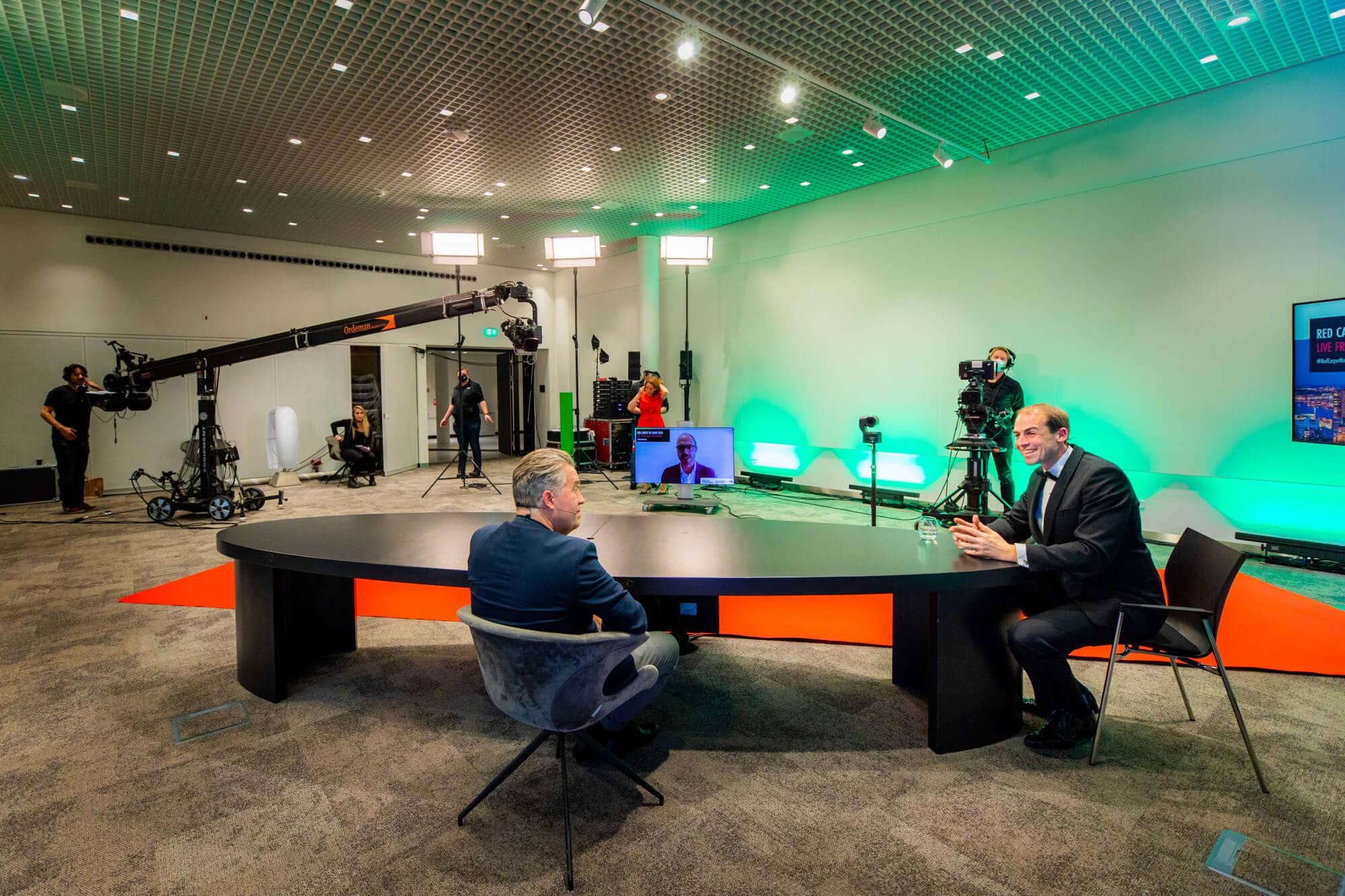 Host Erik Peekel talking to Nanne de Ru, founder of Powerhouse Company.